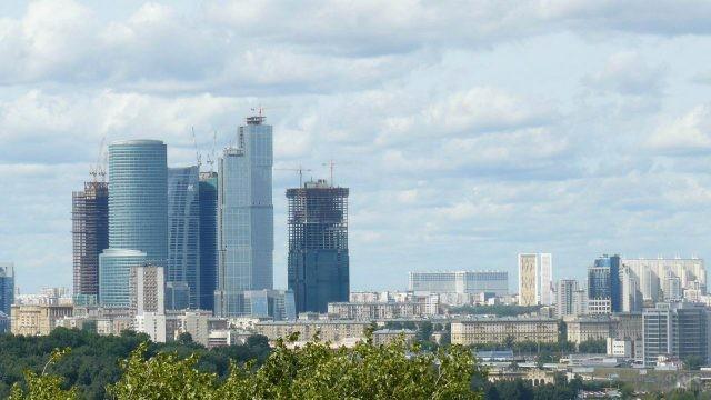Вид с Воробьёвых гор на Москва-Сити