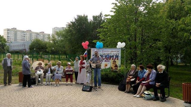 Любительский концерт бардов в в городском парке