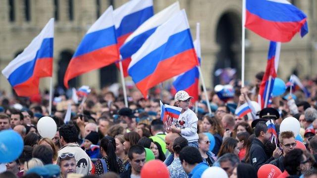 Народное гулянье в День России в Северной Осетии