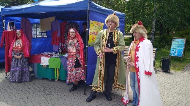 Выставка национальных костюмов на Дне России в Челябинске