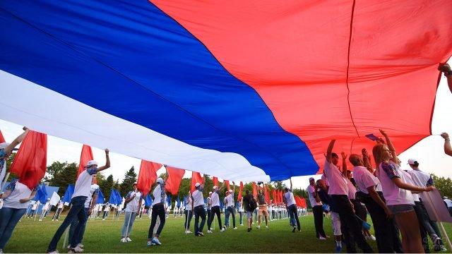 Выступление с триколором в Ростове на День России