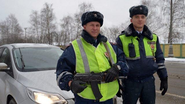 Вооружённые сотрудники ГИБДД в ходе профилактических мероприятий