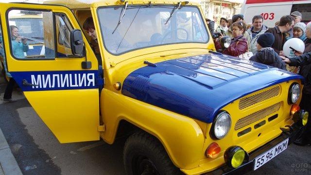 Патрульный УАЗ на выставке ретромобилей в День ГАИ