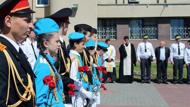 Почётный караул курсантов в День ГАИ в Гродно
