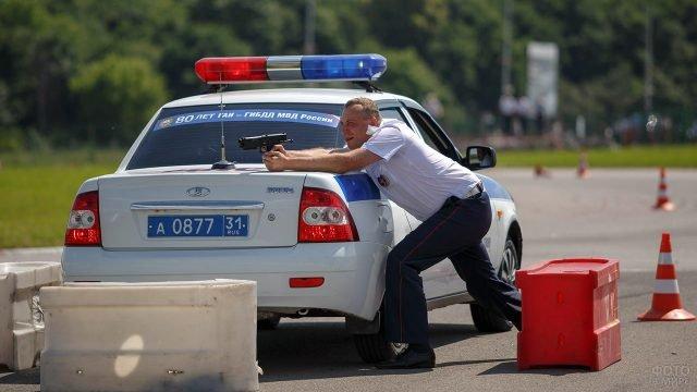Участник соревнований в День 80-летия ГАИ в Белгороде