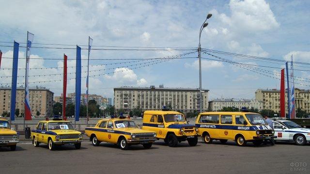 Выставка советских патрульных автомобилей ГАИ на набережной Москвы-реки