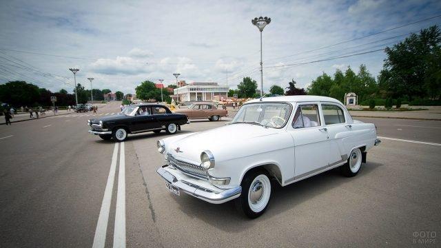 Выставка советских ретромобилей в день 75-летия ГАИ