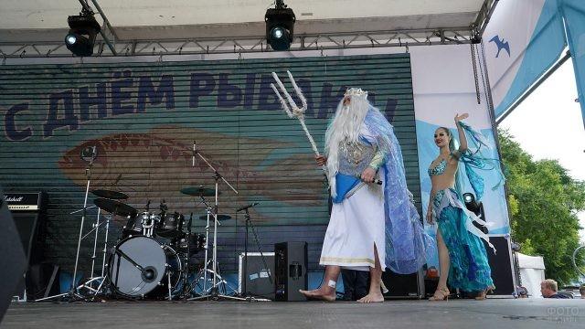 Морской царь на сцене в День рыбака во Владивостоке