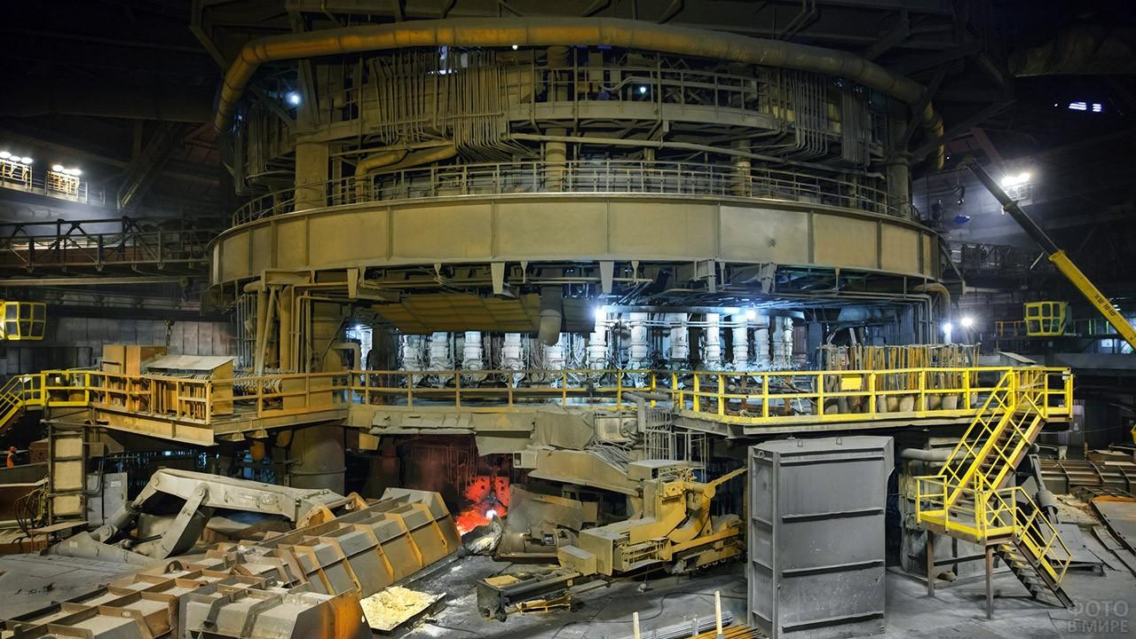 Доменная печь металлургического завода