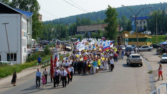 Парад в День металлурга в прибайкальском посёлке