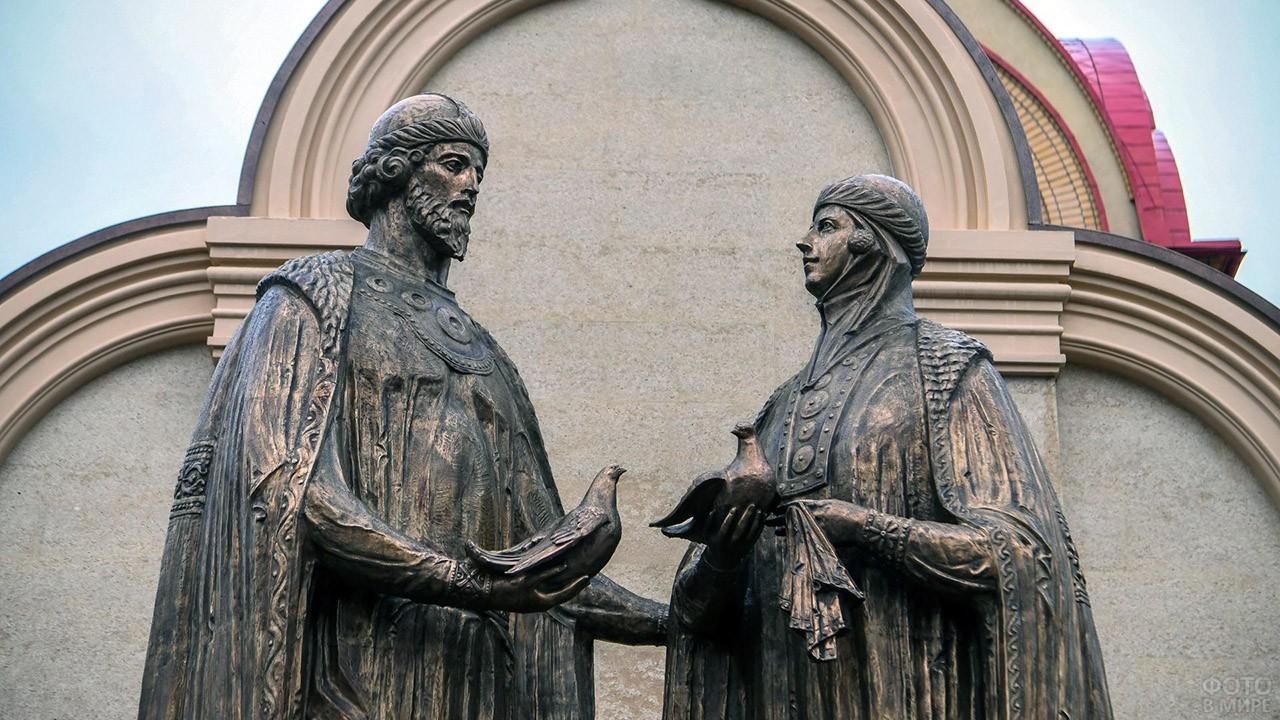 Памятник Петру и Февронии в Казани