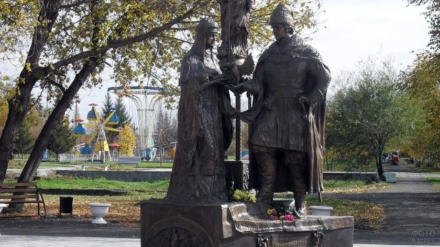 Памятник святым Петру и Февронии в Бийске