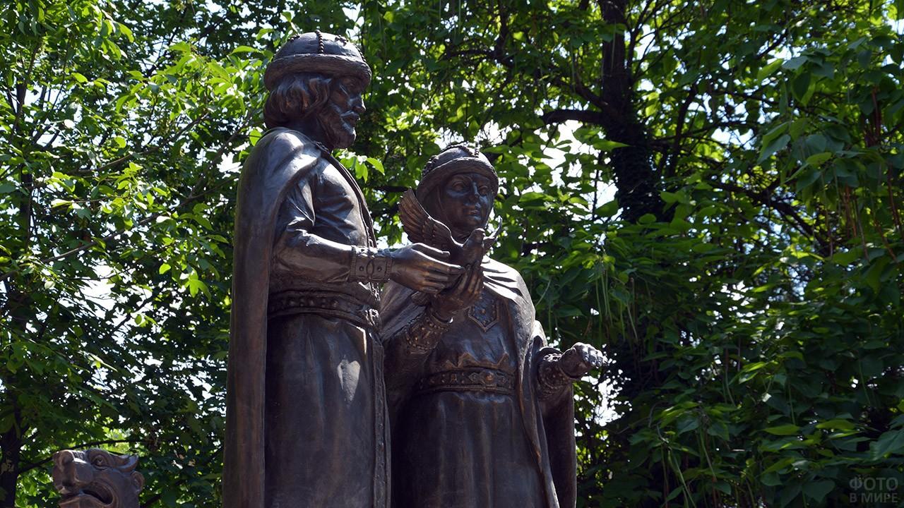 Памятник святым Петру и Февронии в Симферополе