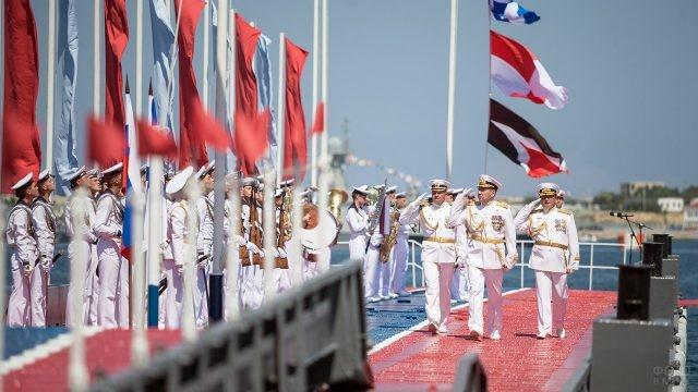 Офицеры ВМФ на параде в Севастополе в свой профессиональный праздник