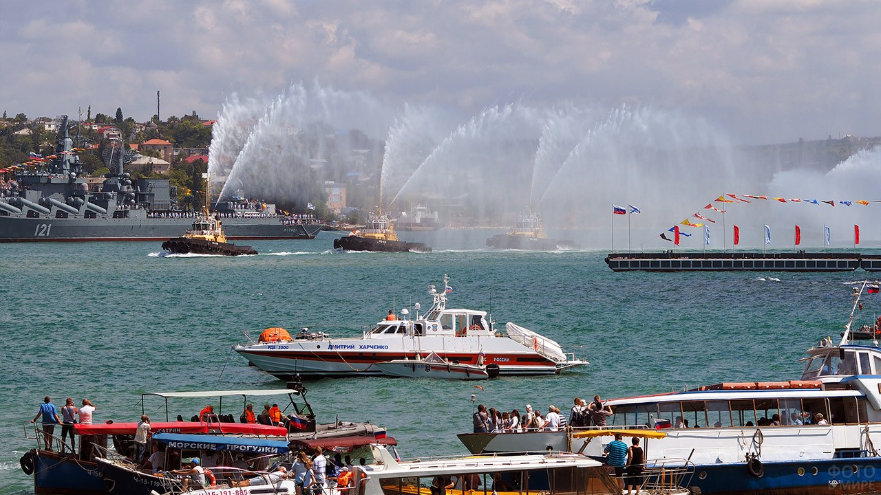 Парад в День ВМФ в Севастополе