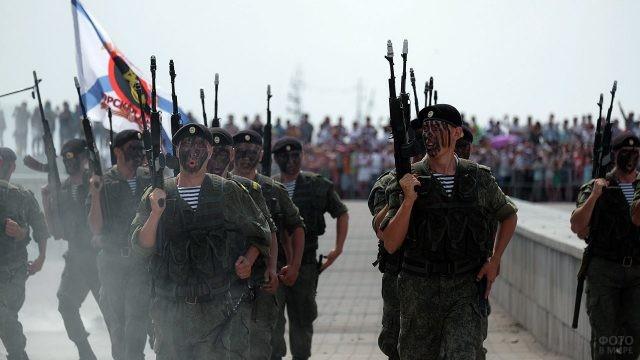 Показательное выступление морской пехоты в День ВМФ в Новороссийске