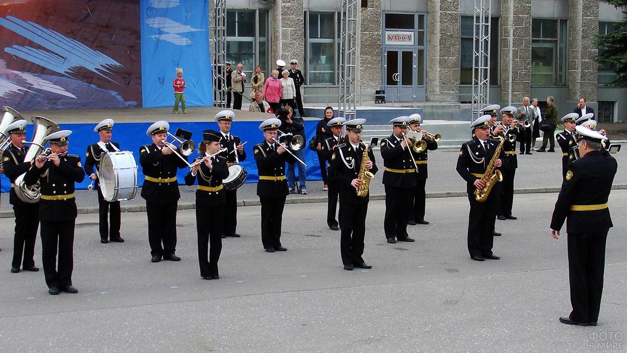 Выступление оркестра Беломорской базы в честь Дня ВМФ в городе Северодвинске