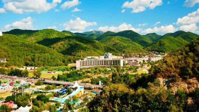 Курортный посёлок в долине реки Небуг