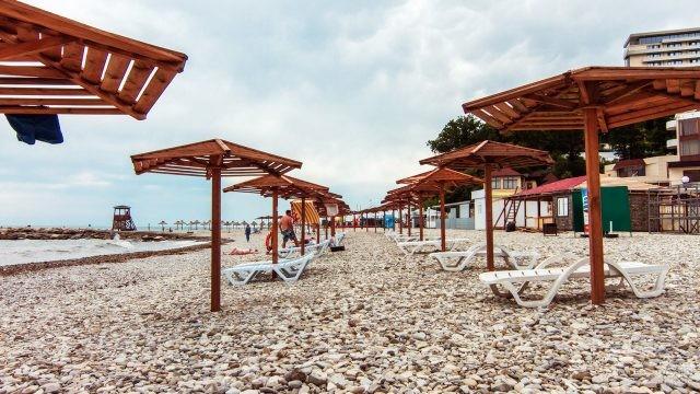 Оборудованный пляж в курорте Небуг