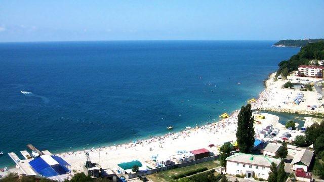 Вид на море и пляж из номера отеля