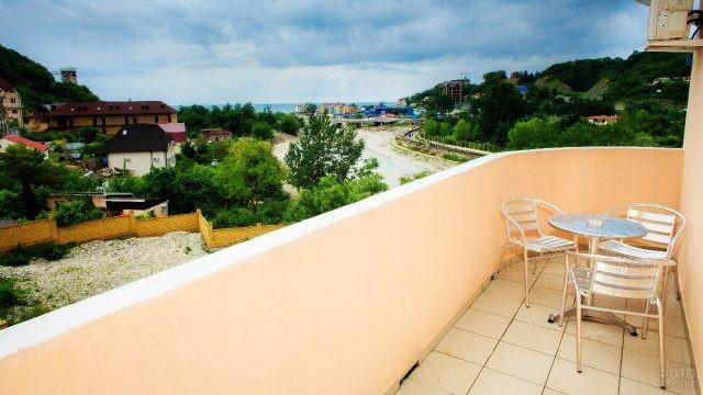 Вид с балкона гостиницы на реку Небуг