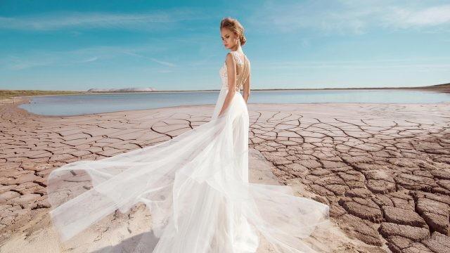 Невеста на потрескавшейся земле у водоёма