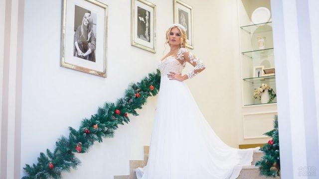 Невеста спускается по новогодней лестнице