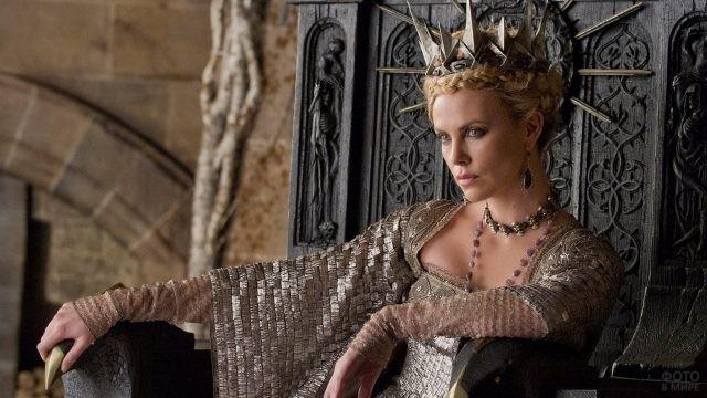Шарлиз Терон в роли королевы