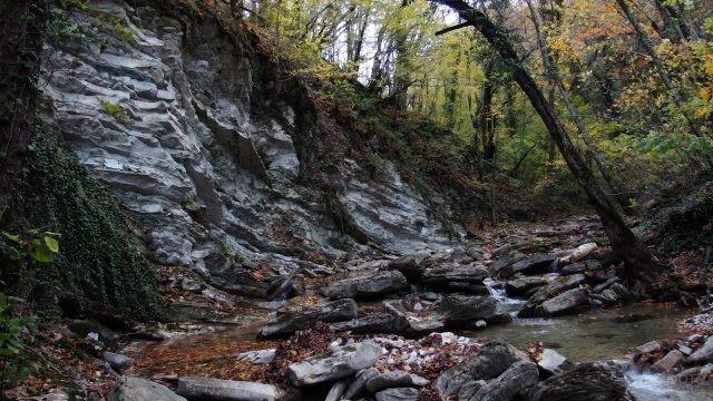 Река Тхаб в осенней Долине ста водопадов