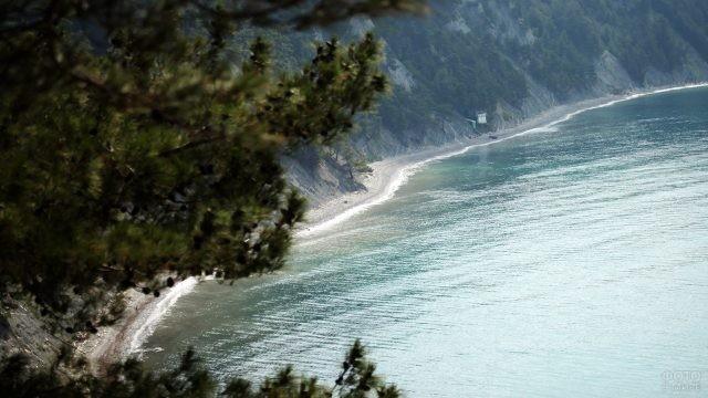Вид на побережье Чёрного моря с вершины холма