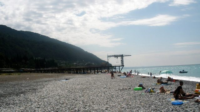 Туристы на центральном пляже