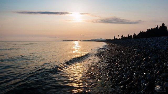 Вечер на диком пляже