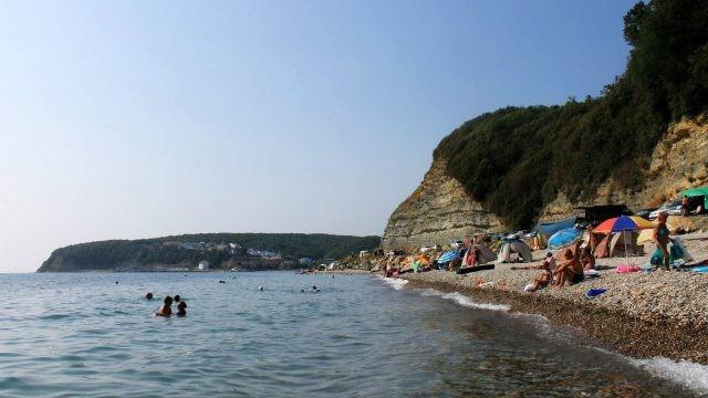 Стихийный кемпинг у пляжа турбазы Приморская