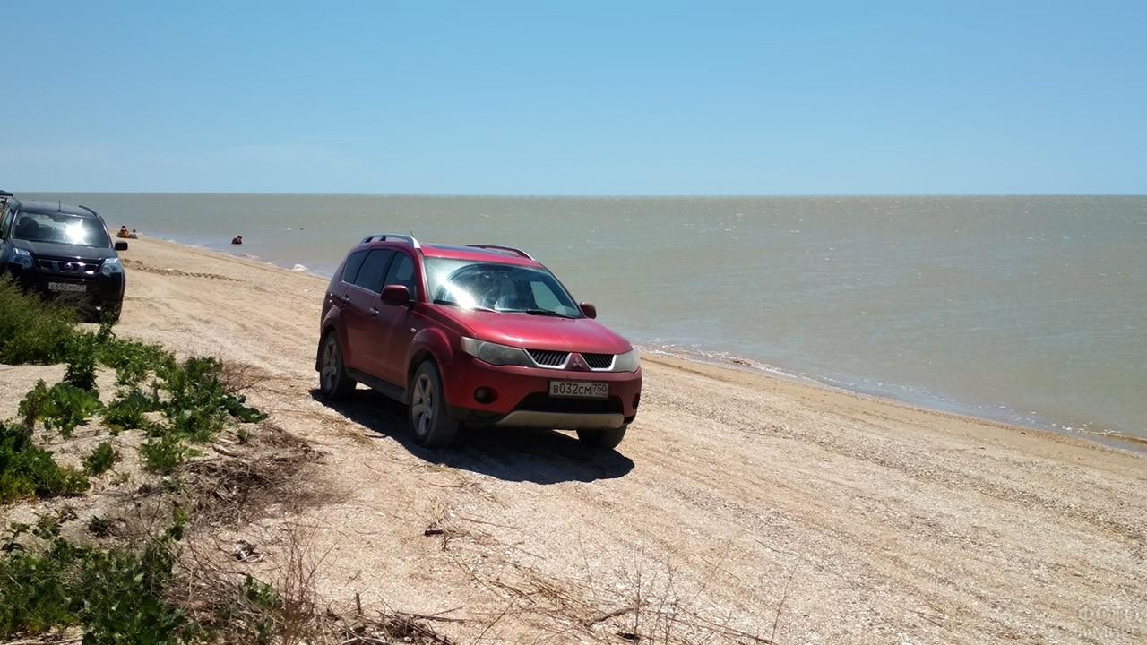 Джипы на пляже Таганрогского залива