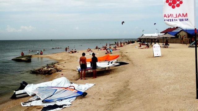 Оборудование для виндсёрфинга и кайтинга на пляже