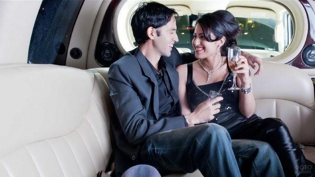 Романтическое свидание в лимузине
