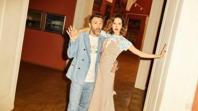 Сергей Шнуров с женой в особняке