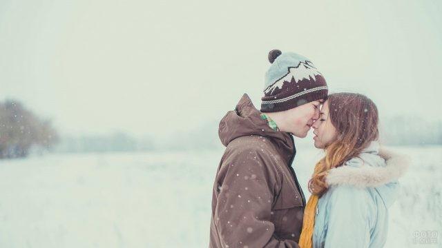 Зимнее свидание влюблённых людей