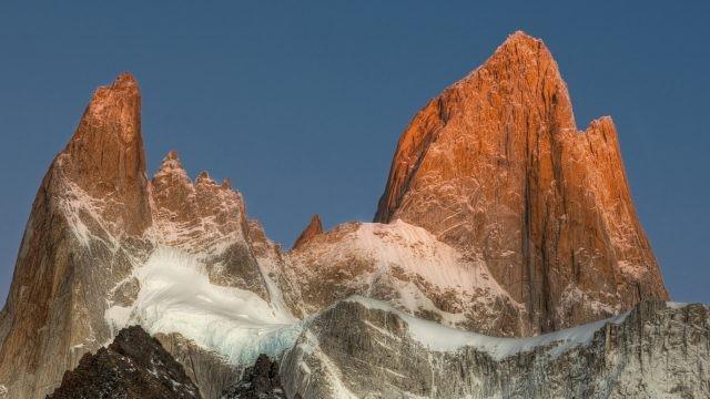 Красивый вид на заснеженную гору Фицрой