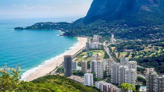 Вид сверху на побережье Бразилии