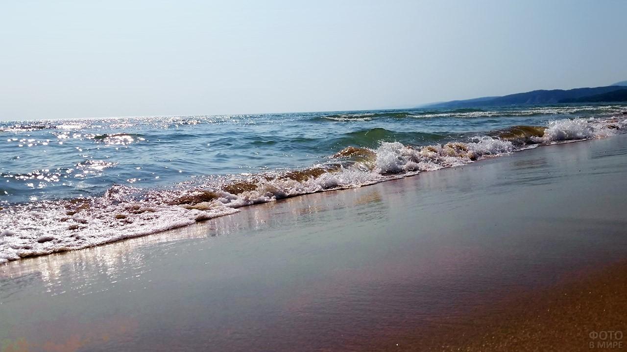 Морской прибой на пляже