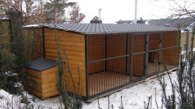 Красивые загоны с пристроенной будкой