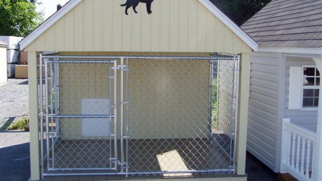 Милый светлый домик для собаки