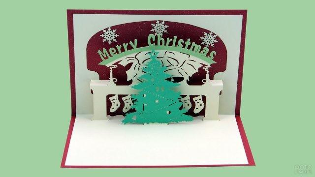 Объёмная самодельная рождественская открытка с ёлкой у камина