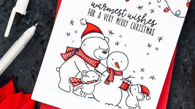 Рисунок маркерами на Рождественской открытке с весёлыми зверушками