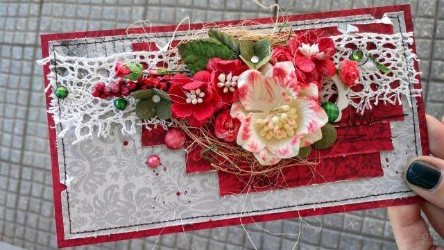 Рождественская скарпбукинг-открытка в красно-серебристых тонах
