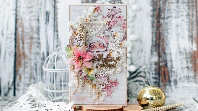 Скрапбукинг открытка к Рождеству с Дедом Морозом и цветами