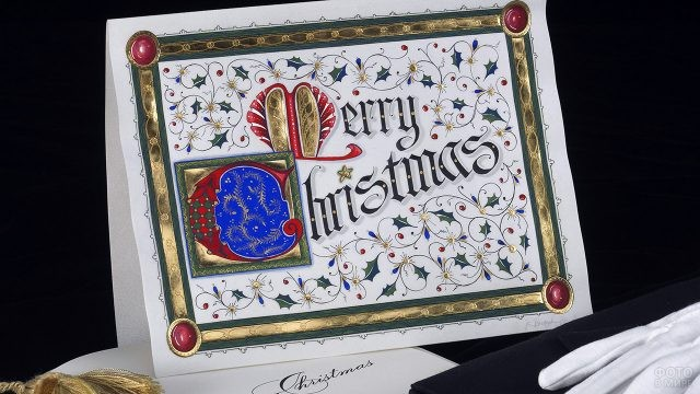 Высокохудожественная рождественская открытка с витиеватым золотым орнаментом