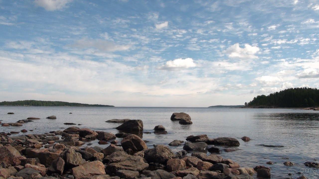 Каменистый берег Ладожского озера