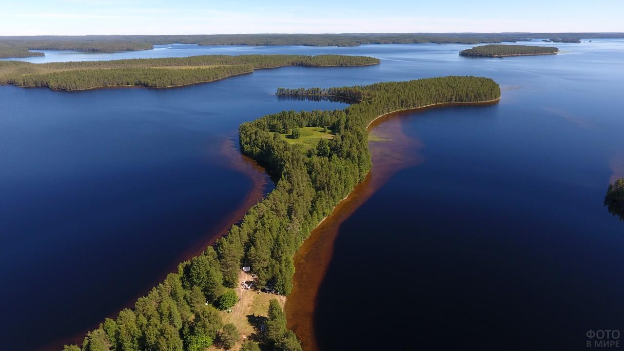 Красивые острова на озере